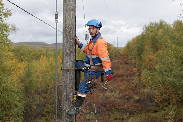 Hannu Pakarinen photo documental, finland people, electricity workers,