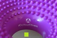 Logo: Ballsitzkissen mit Loch »Donut« inkl. Pumpe (ca. 140kg Maximalgewicht) / luftgefülltes Sitzballkissen, Luftkissen & Gleichgewichtskissen / Balance Kissen für Fitness-, Reha-, Koordinations-, und Rückentraining. Ideal als Sitzunterlage für Bürostühle oder den eigenen Schreibtisch 33 cm / In vielen Farben erhältlich