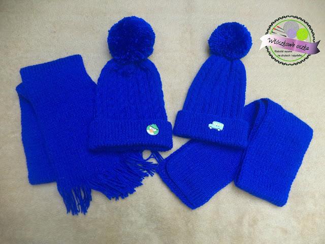 niebieskie czapki w warkocze i szaliki