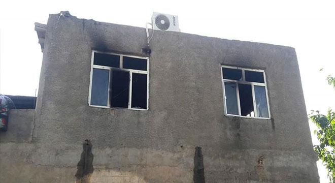 Çınar Düzova'da çıkan yangında ev küle döndü