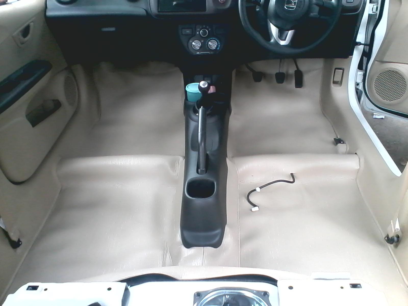 Pentingnya Memasang Karpet Dasar Tambahan Mobil