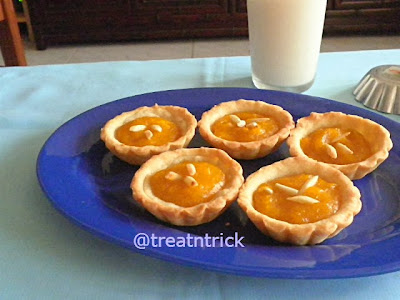 Mini Pumpkin Tarts  @ treatntrick.blogspot.com