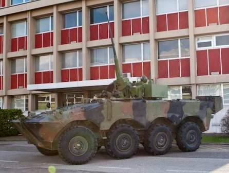 Tank beroda buatan Italia