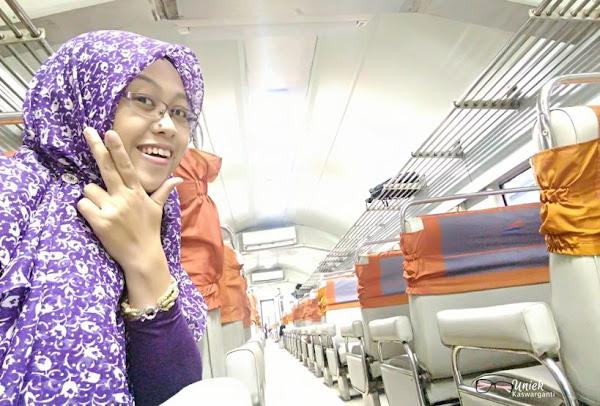 Rupanya aku menjadi satu-satunya peserta yang berasal dari Semarang.  Berangkat sendiri deh akhirnya. Weeww... sunyi sepi di perjalanan 8887ff2ed9