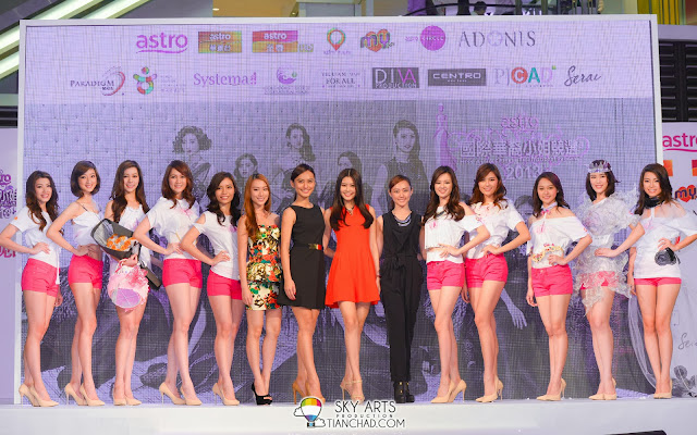 Miss Astro Chinese International Pageant 2013 Top 10 group photo with Sammi, Lenna, Denise and Joey