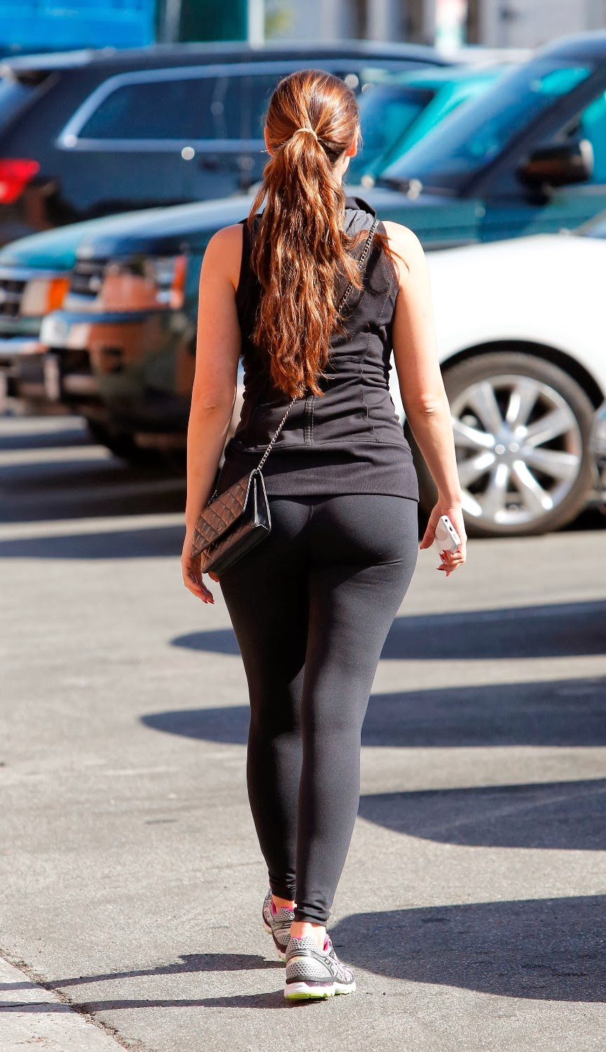 Kelly Brook Round Big Booty In Tights While Out In La -3860