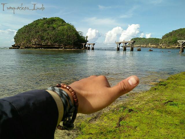 Pantai jembatan panjang di kawasan wisata pantai bale kambang