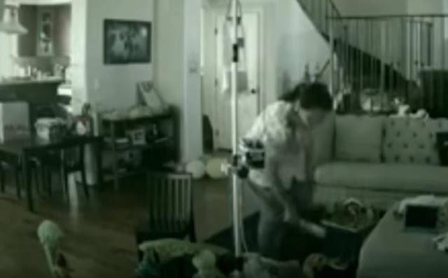 أبوان يشاهدان تعذيب طفلهما مباشرة عبر كاميرات المراقبة إليكم التفاصيل ..