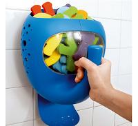 Une baleine bleu qui avale tous les jouets de bébé