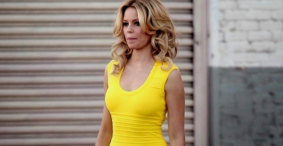 ELIZABETH BANKS în comedia WALK OF SHAME