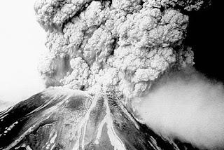 9. Erupsi Gunung Pelée