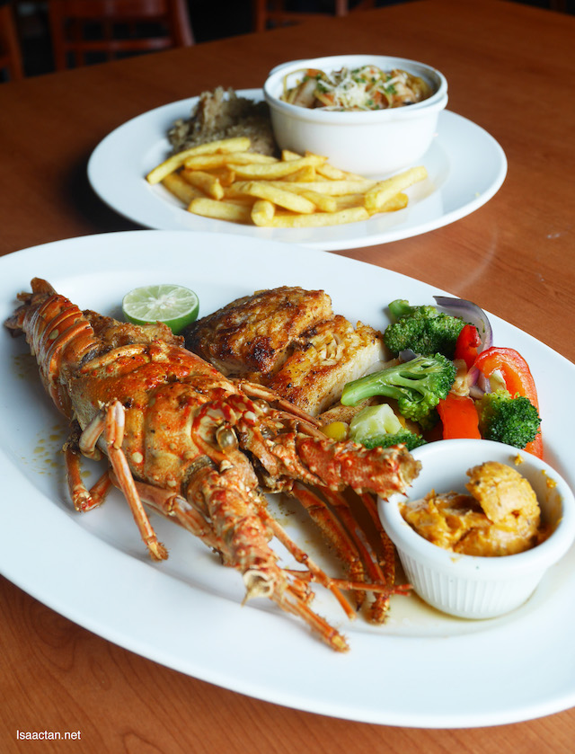 Lobster, Shrimp Pasta & Hickory Grilled Blue Hake Fish Platter - RM159.90