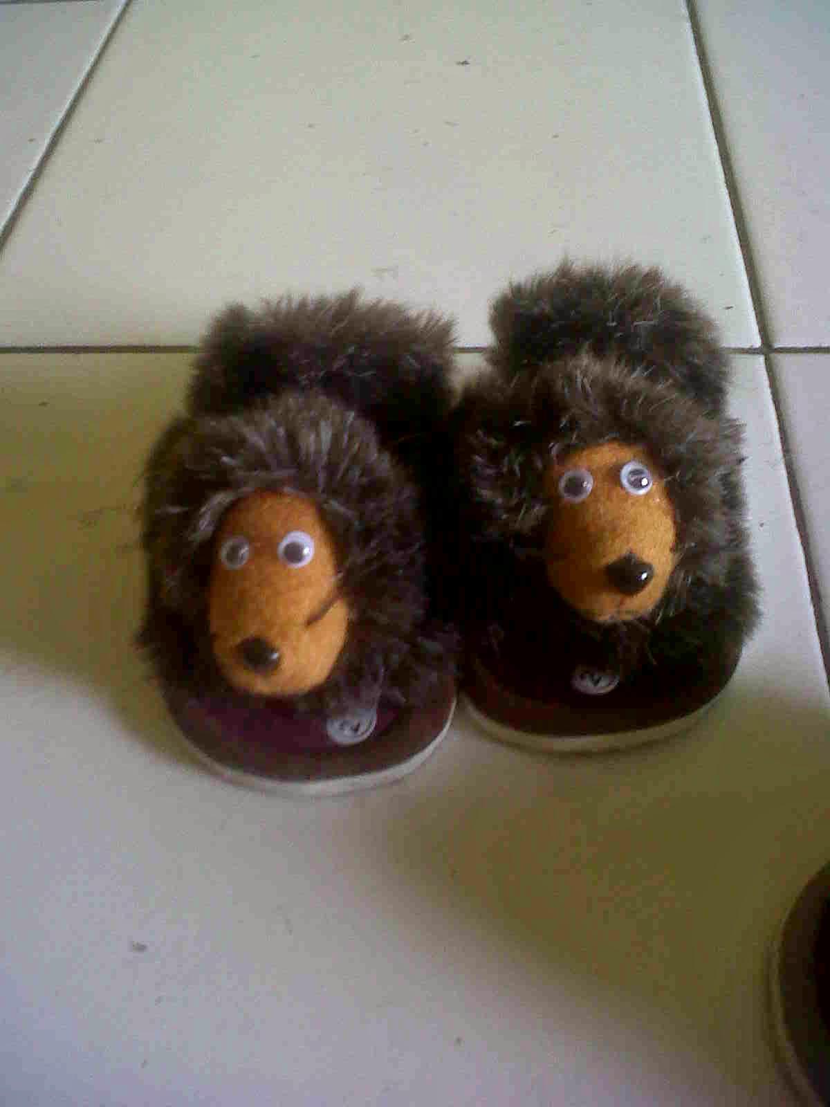 Everything Is Ok Aneka Produk Sepatu Sandal Topi Lucu