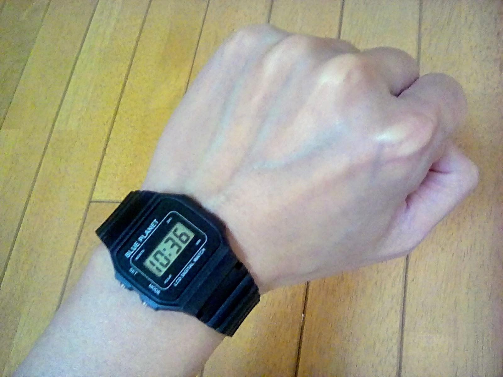 100円ダイソーの腕時計 装着