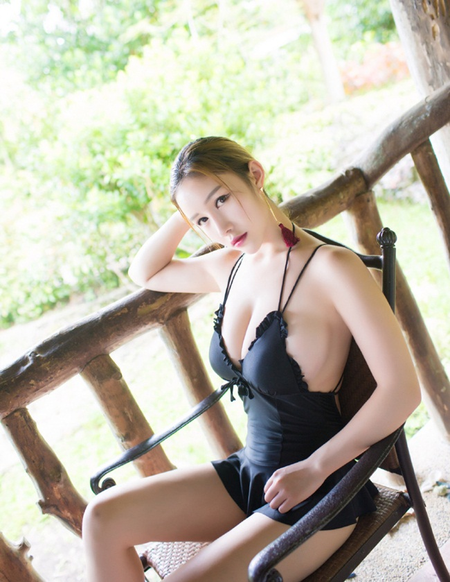Vu Co - A pole dancing teacher from China