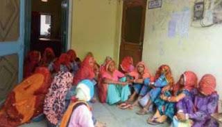 पंचायत समिति कार्यालय में महिलाओ ने जमकर की नारेबाजी बाद में धरने पर बैठी