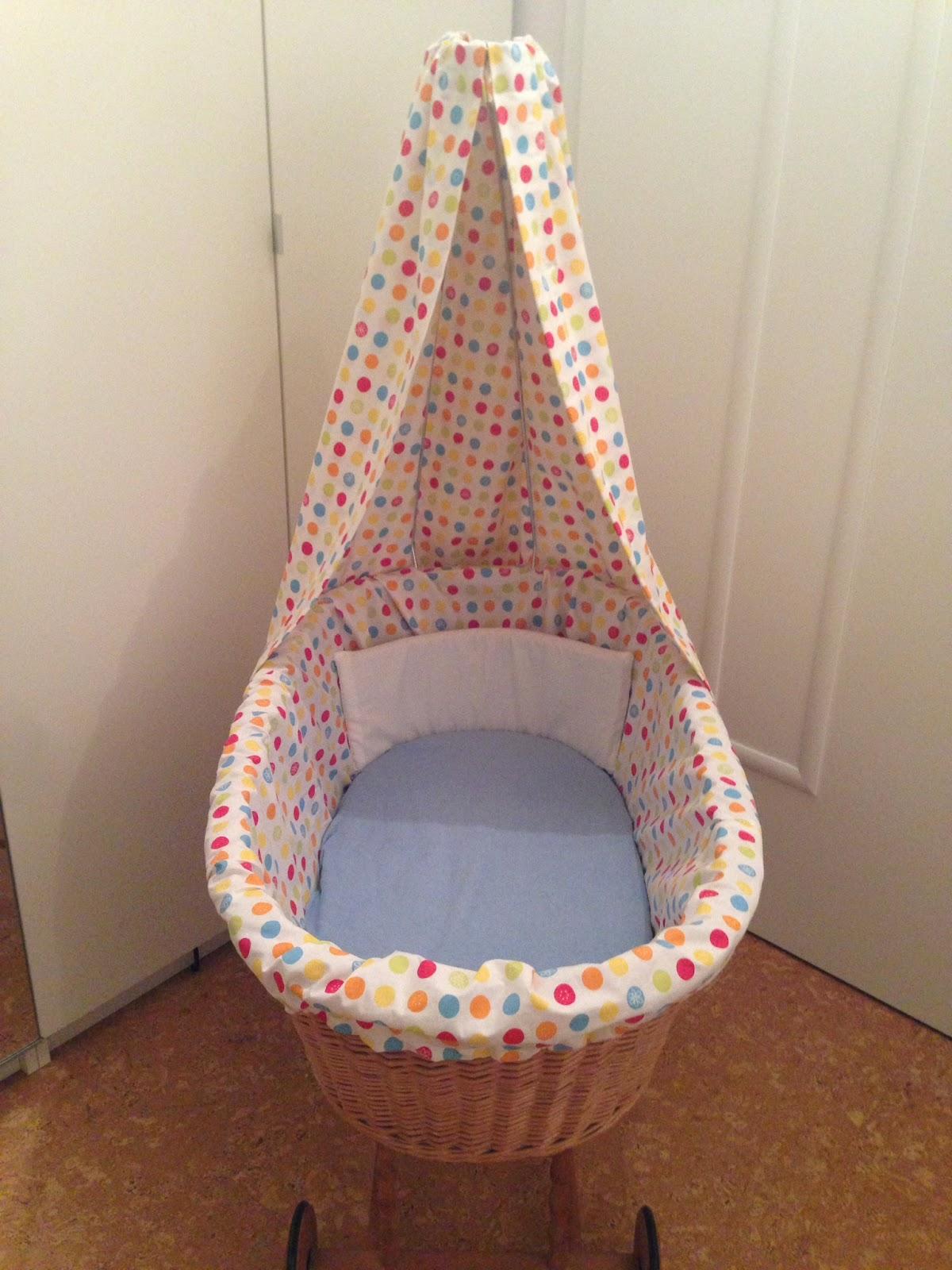 wenn es regnet himmel und nestchen f r stubenwagen. Black Bedroom Furniture Sets. Home Design Ideas