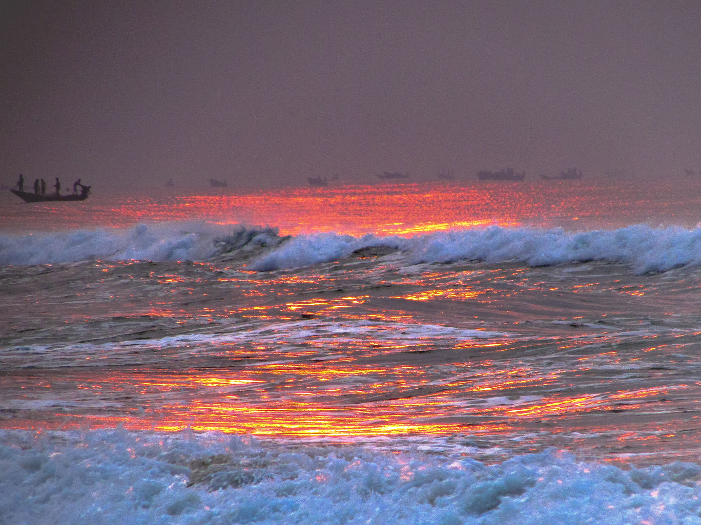 The Reflection of Sun Rays on the Waves at Puri blog @doibedouin