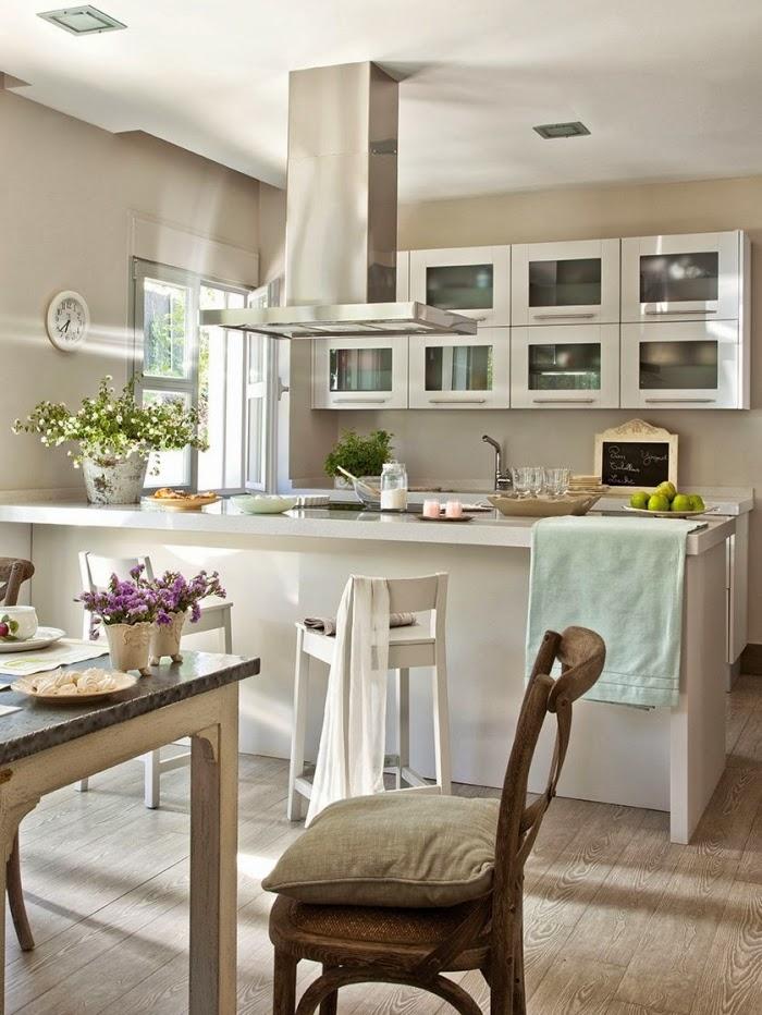 Piękny dom w pobliżu Madrytu, wystrój wnętrz, wnętrza, urządzanie domu, dekoracje wnętrz, aranżacja wnętrz, inspiracje wnętrz,interior design , dom i wnętrze, aranżacja mieszkania, modne wnętrza, styl klasyczny, styl francuski, otwarta przestrzeń, kuchnia