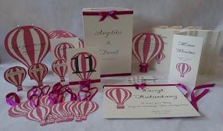 Komplet z motywem balonu, Księga gości, zawieszki na alkohol oraz poduszeczka pod obrączki