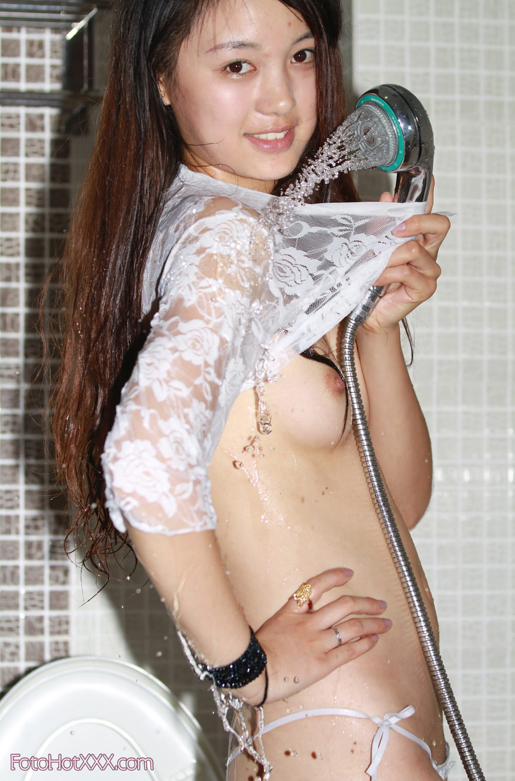 Wow! ini dia 200+ foto bugil cewek cantik mandi yang bikin kamu ikut basah
