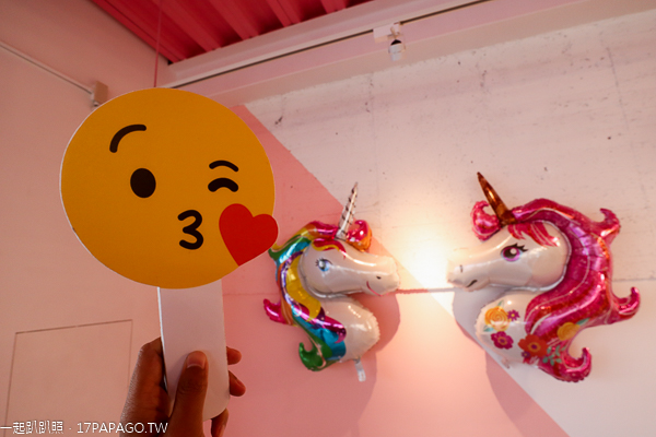 台中北屯|全家台中情人店|超商變成網美和親子景點|粉紅鞦韆|佩佩豬|旋轉木馬|拍照牆