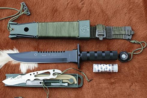 pisau survival
