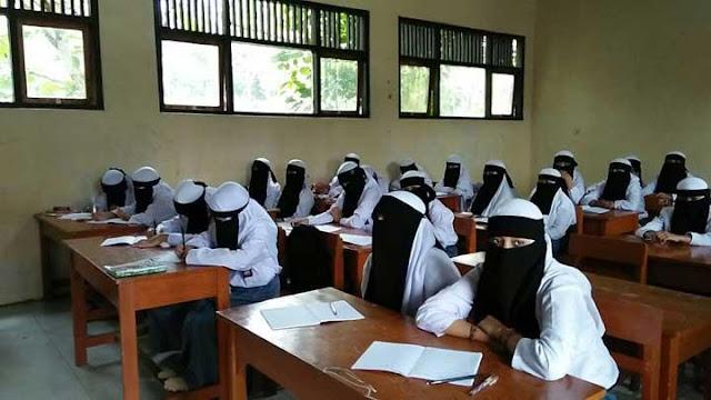 Dinas Pendidikan Melarang SMK Attholibiyah Buat Aturan Bercadar, Begini Nasib Siswa Siswanya