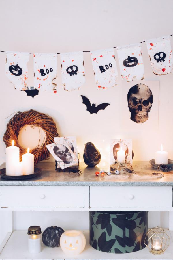 Do it yourself Halloween Dekoration: Anleitung für eine gruselige Wimpelkette mit Kartoffeldruck. Happy Crafting by titatoni.de