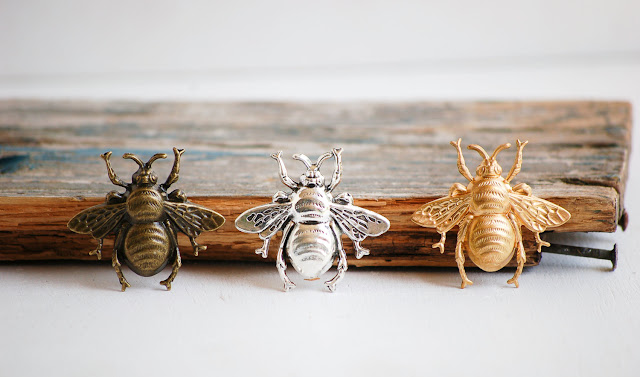 https://www.etsy.com/listing/232217031/bee-brooch-forest-creature-nature-study?ref=shop_home_active_1&ga_search_query=tie%2Bpin