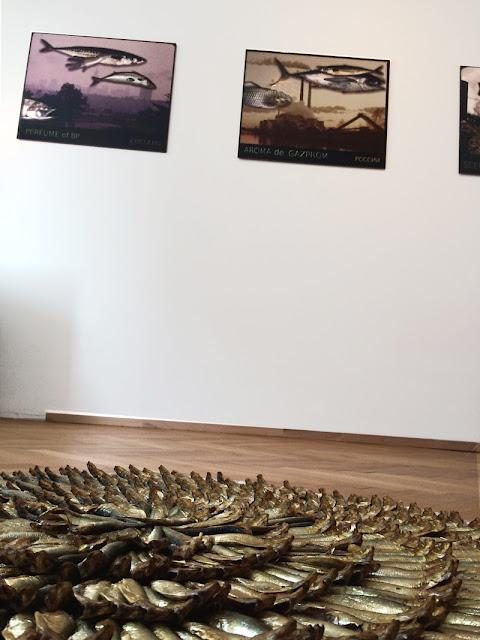 Photographie de l'installation d'art contemporain réalisée par 1011 à Varsovie.