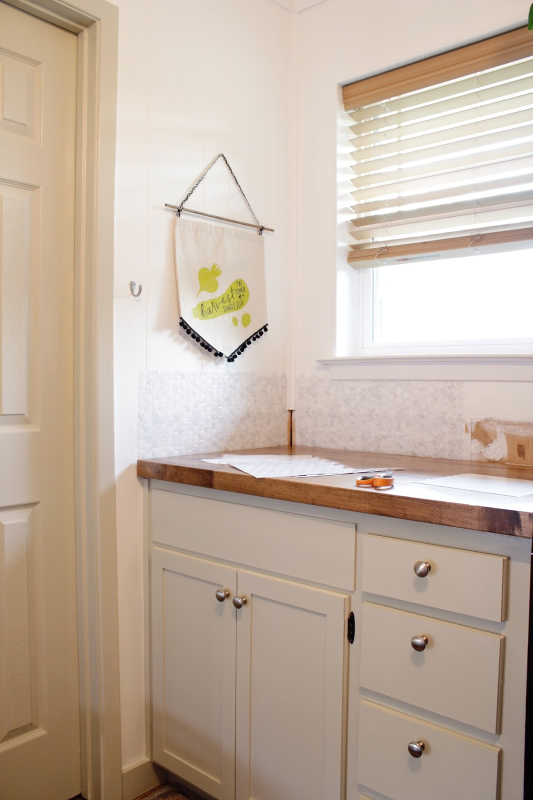 Peel & Stick Tile with Brewster Home Furnishings. These tiles were such a quick way to add lots of style to our laundry room! | House Homemade