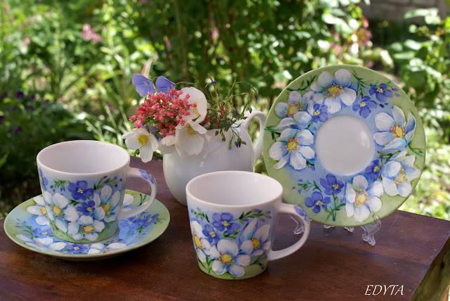 Zaczarowany ogród wymalowany na porcelanie , wiosennie radośnie, kolorowo