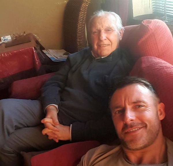 TOUCHING STORY: Father Forgets His Family Because of Alzheimer's but His Son Thought of Something Brilliant That Changed Their Lives!