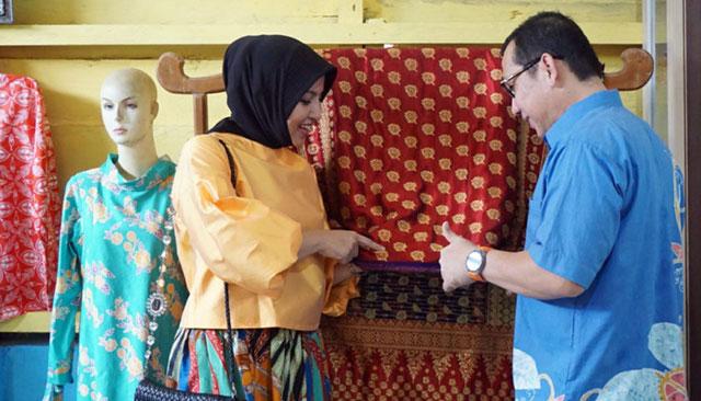 Batik dan Songket Madani