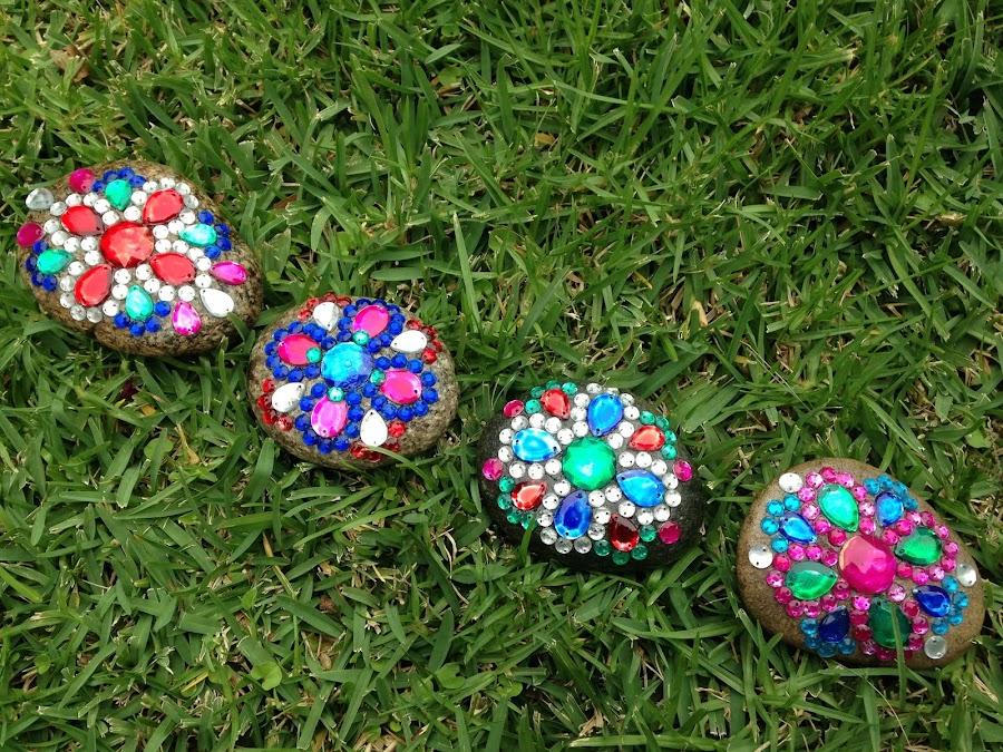 Adornos de piedra for Decoracion de jardines con piedras de colores