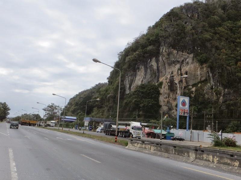 Заправка под горой Таиланд