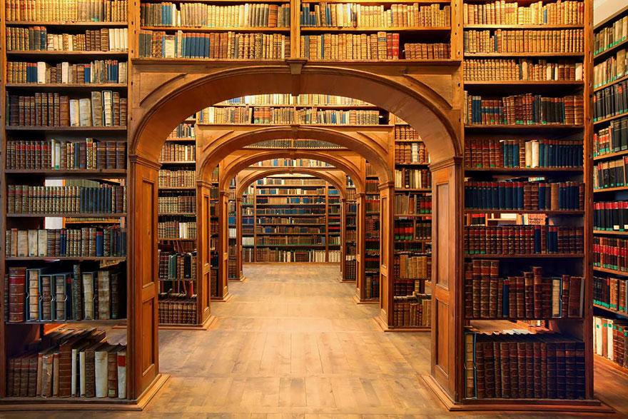 Resultado de imagem para biblioteca