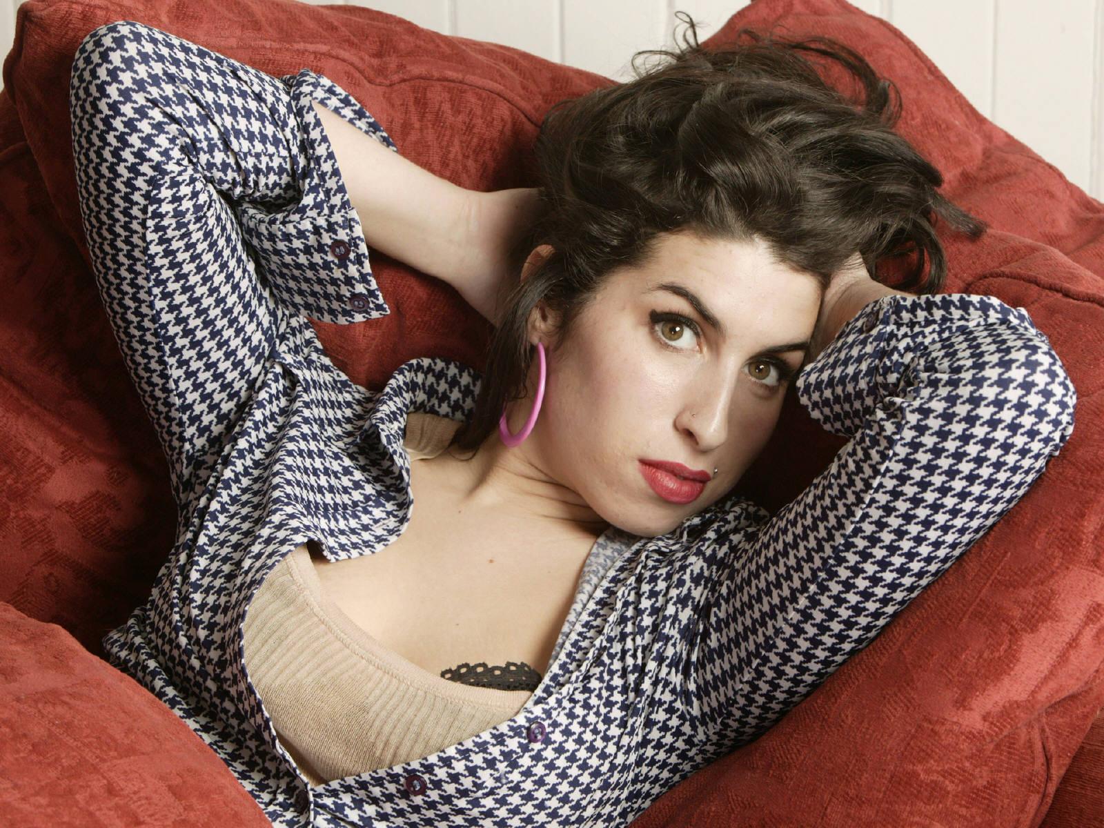 Amy winehouse model and dress wallpaper site - Amy reid wallpaper ...