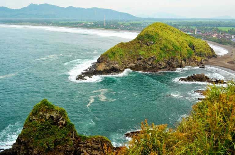 Keindahan Bahari Pantai Pahyangan Jember