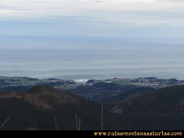 Ruta Alto Aristebano, Estoupo, Capiella Martín: Vista de Luarca desde el Estoupo
