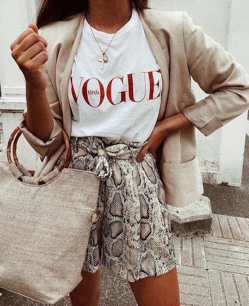 #whisperbysara #streetstyle #blog #streetstyleblog #animalprint #trend #tendência #leopardprint #midiskirt #blazer #chunky #sneakers #chunkysneakers #whitetshirt #vergegirl #lefashion #sandrasemburg #whowhatwear #shortclouchart #clouchart