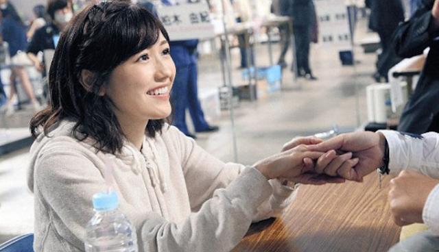 AKB48 Watanabe Mayu Last Handshake Event.png