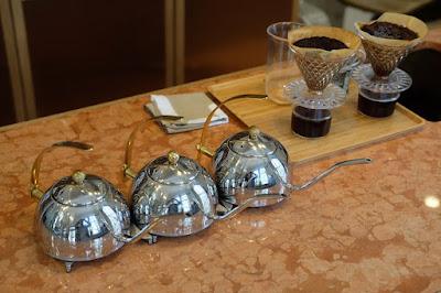 京都 Kaikado Cafe(カイカドウ カフェ)ドリップケトルとドリッパー