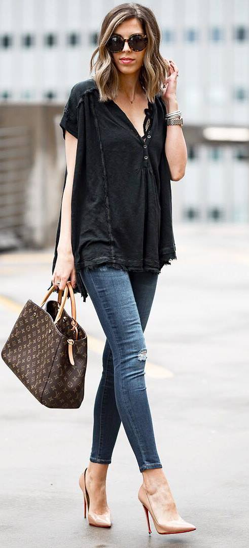 cool outfit idea / black top + bag + skinnies + heels