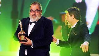 Jorge Lanata recibió el máximo galardón en la noche de los premios Martín Fierro: el Martín Fierro de Oro por Periodismo para Todos, el programa de investigación que culminó el año pasado, y que destapó y amplificó buena parte de los escándalos del gobierno anterior.