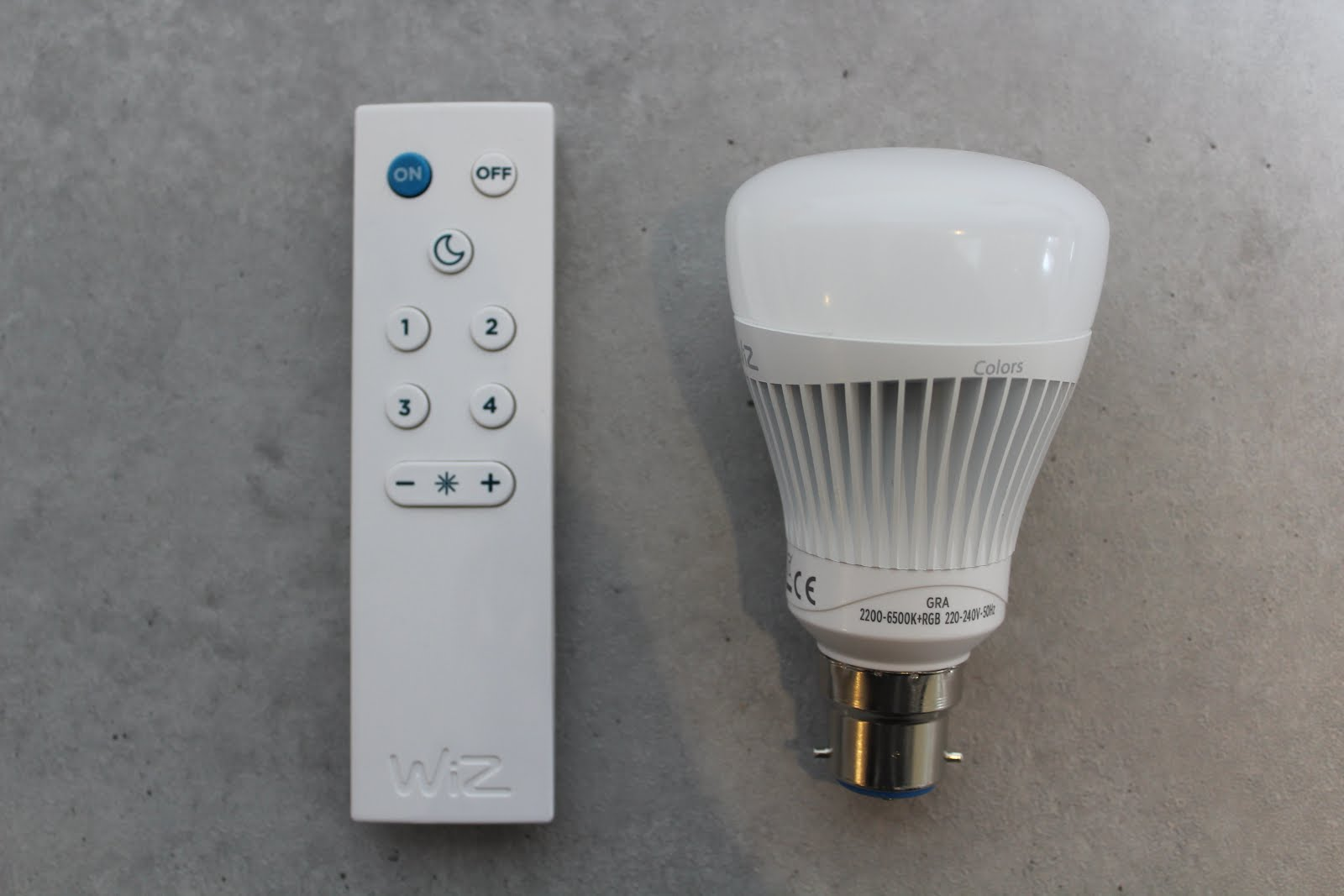 Smart Light Bulb with Remote