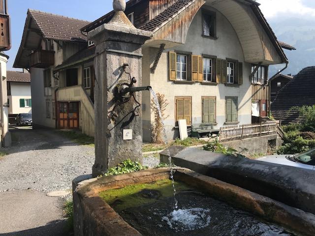 スイス・フルーティゲンの町の水のみ場