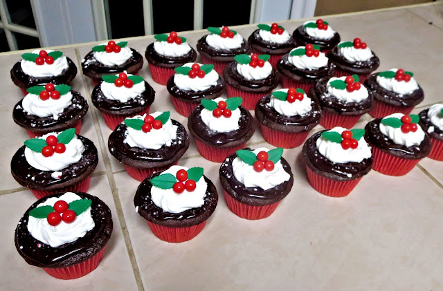 Christmas Holly Berry Chocolate Peppermint Cupcakes 1