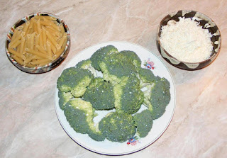 retete cu paste, retete cu broccoli, ingrediente pentru reteta de paste cu broccoli si branza la tigaie, preparate din paste, preparate din broccoli, retete culinare,
